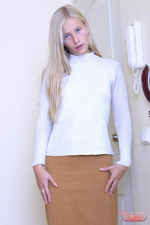 Preview Eva Virgin - 18 year old BLONDE HOTTIE Nude!!!!